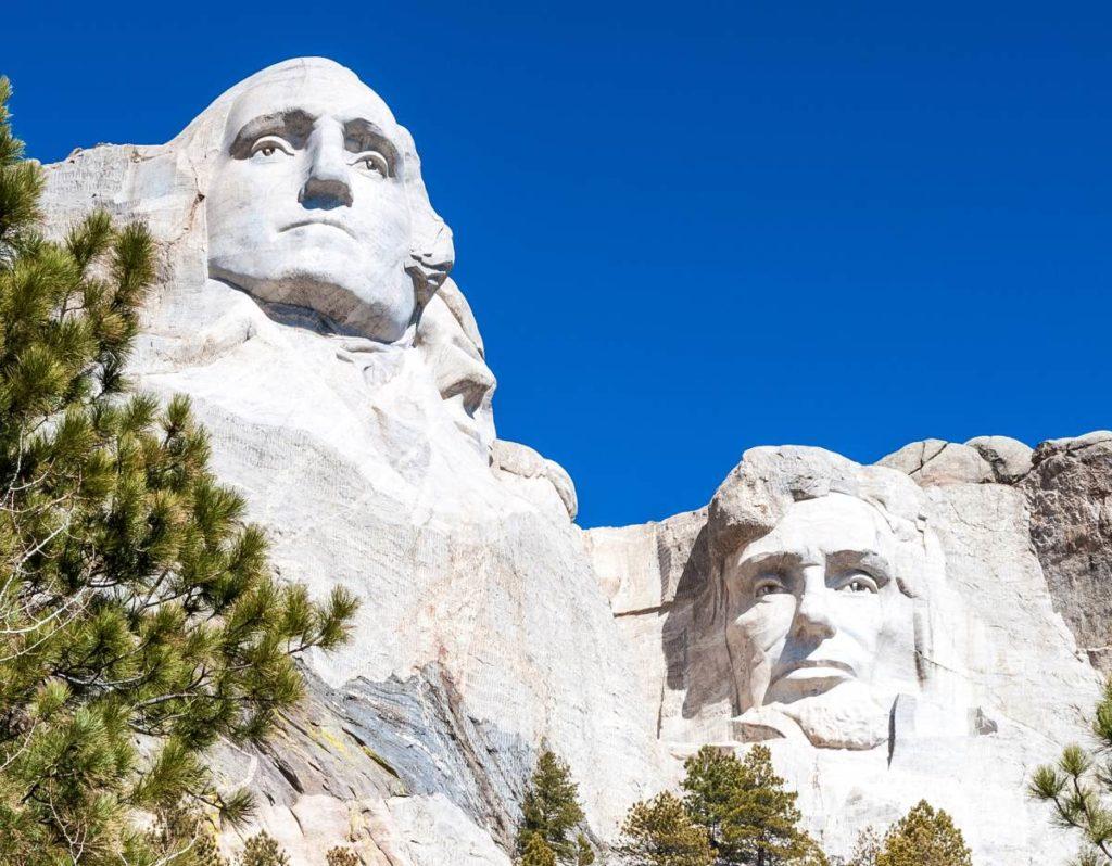 Mount Rushmore ist aus Granit gemeißelt worden