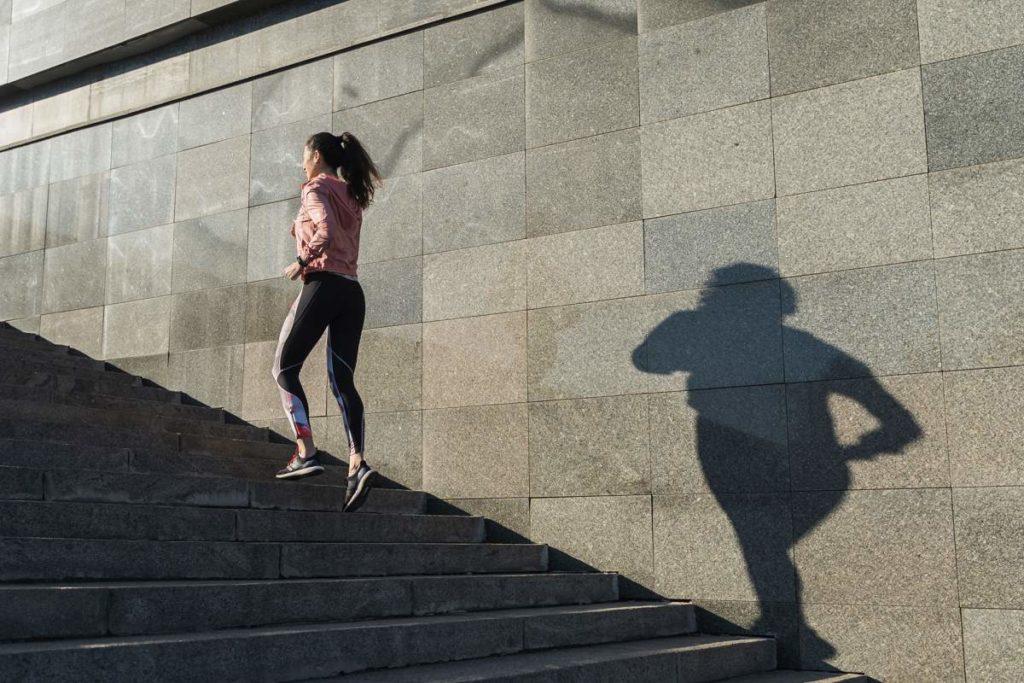 treppensteigen hält fit