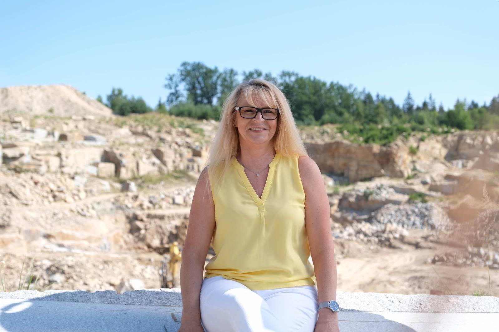 Alter Stein trifft auf moderne Technik – heimischer Granit von Kammerer